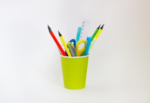 Цветные карандаши в стакане
