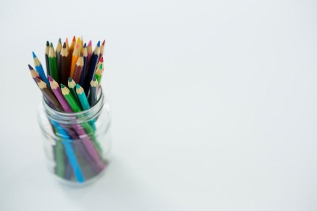 瓶に入った色鉛筆