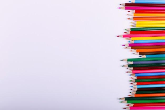 色鉛筆は白の行にあります。