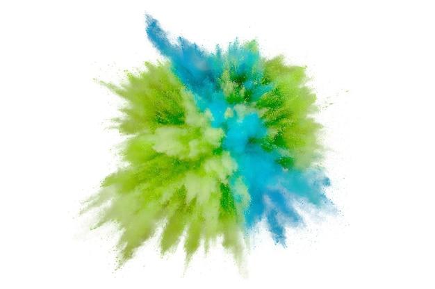 白い背景の上の色の粉塵爆発。背景に抽象的なクローズアップのほこり。カラフルな爆発。ホーリーを描く