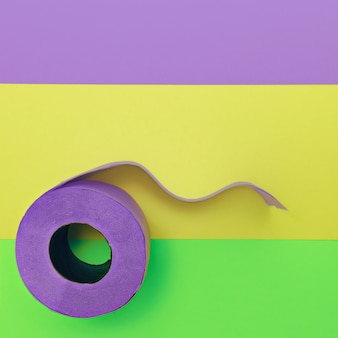 Цветная туалетная бумага. модный минималистичный дизайн фото