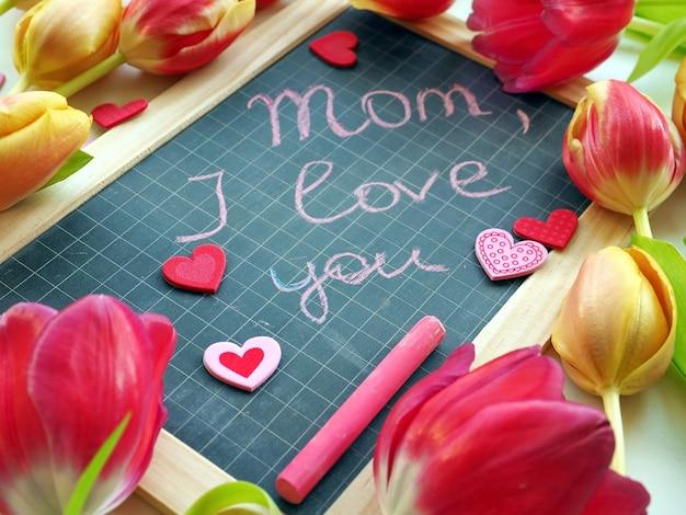 母の日の挨拶と色のチューリップと黒板
