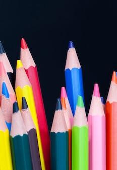 다른 색상으로 색연필