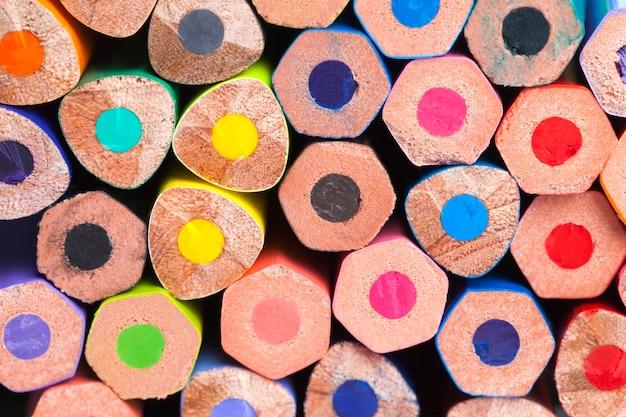 色付きの木製の鉛筆