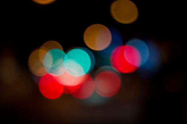 カラフルな抽象的な背景のボケ味、街の夜の光のボケ味