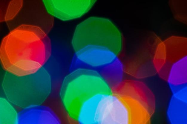 カラフルな抽象的なボケライトバックグラウンド。抽象的なぼやけたボケクリスマスまたは新年のライトバックグラウンドで。