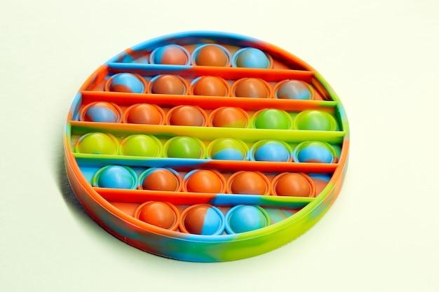 カラフルな抗ストレス感覚おもちゃフィジェットプッシュポップそれ