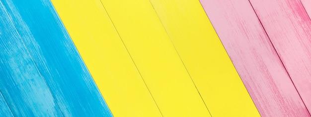 カラフルな斜めの木製パネルの質感のバナーの背景
