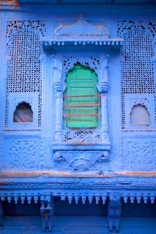 インドの青い町のカラフルな青い建物