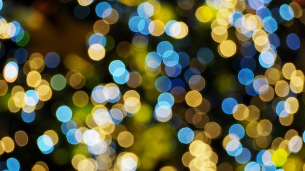 밤 시간에 다채로운 흐리게 bokeh 조명입니다.