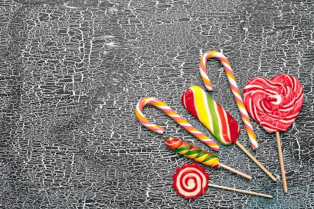 오래 된 배경에 화려한 사탕
