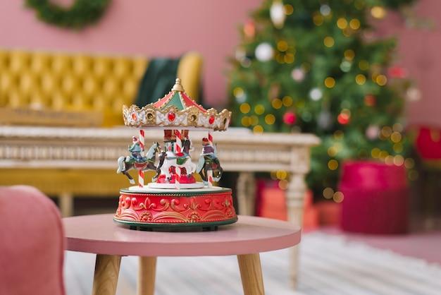 Красочная рождественская карусель в подарок