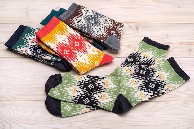 Красочная коллекция эластичных носков для спорта и отдыха