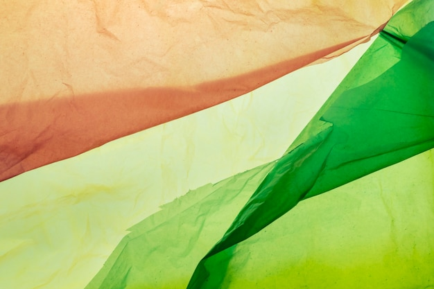 Цветные одноразовые пластиковые отходы