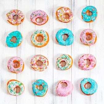 Colorful donuts turquoise and pink, pattern. donuts set