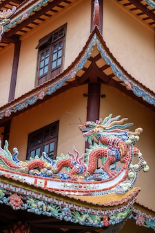 Colorful dragon sculpture on the roof in a buddhist temple in danang, vietnam