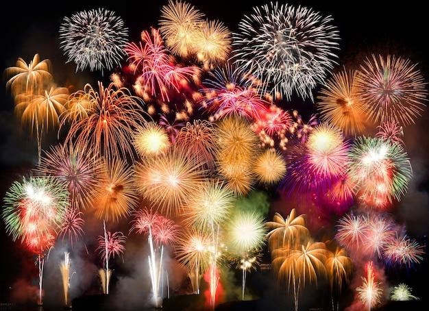 カラフルな花火。花火は、美的および娯楽目的で使用される爆発性花火装置のクラスです。低照度、ソフトフォーカス、浅い被写界深度、わずかなモーションブラーによる目に見えるノイズ