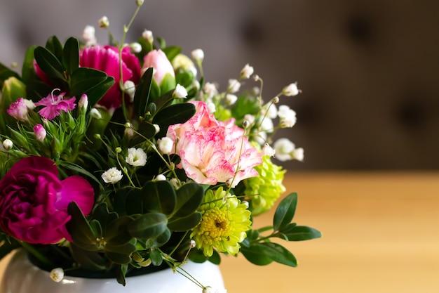 화려한 꽃꽂이 꽃다발 클로즈업, 실내 장식