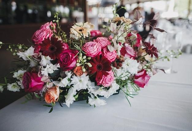 カラフルな花の花束