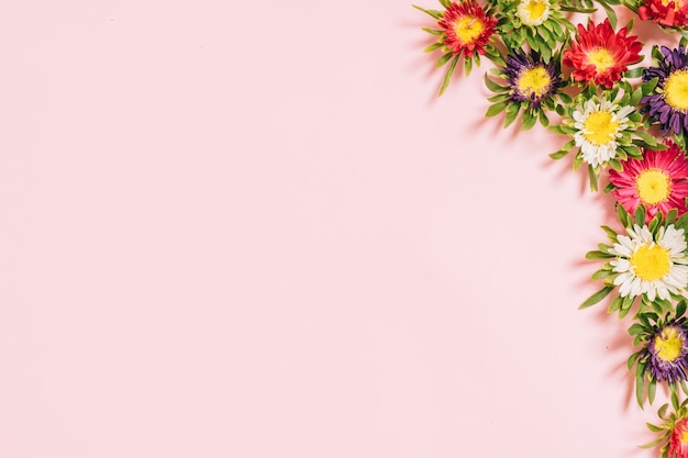 ピンクに色とりどりの花のフレーム