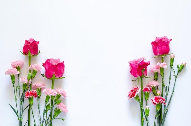 Красочные цветы на белом фоне для годовщины или концепции дня святого валентина.