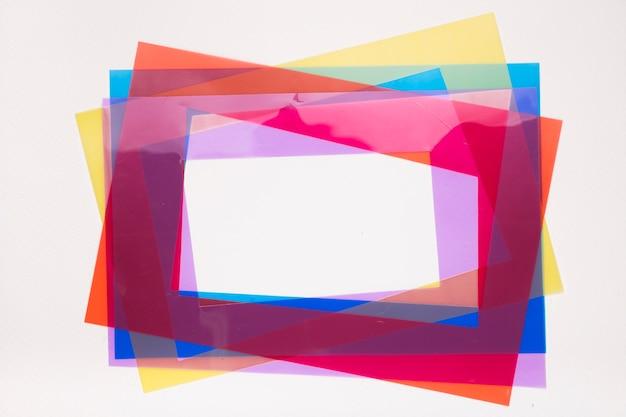 白い背景にカラフルなフレームの枠線