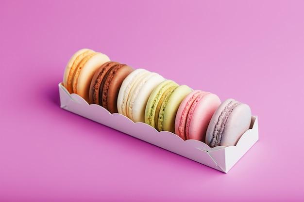 패키지에 다채로운 프랑스 마카롱 쿠키