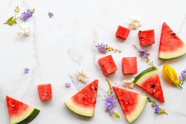 カラフルな新鮮な果物スイカ健康食品