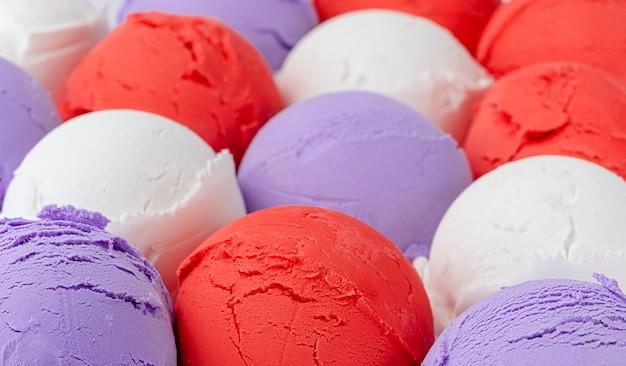 Красочные фруктовые шарики мороженого. закрыть вверх