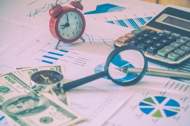 다채로운 그래프, 차트, 마케팅 연구 및 비즈니스 연례 보고서 배경, 관리 프로젝트, 예산 계획, 재무 및 교육 개념