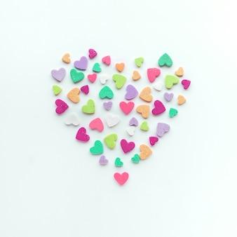 Красочная форма сердца на белом