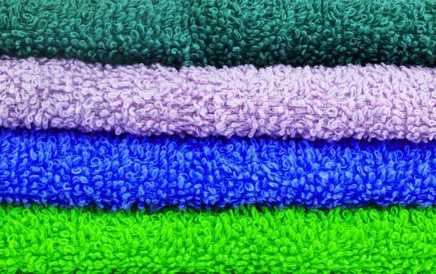 비치 타월의 다채로운 가로 줄무늬 근접 촬영 텍스처