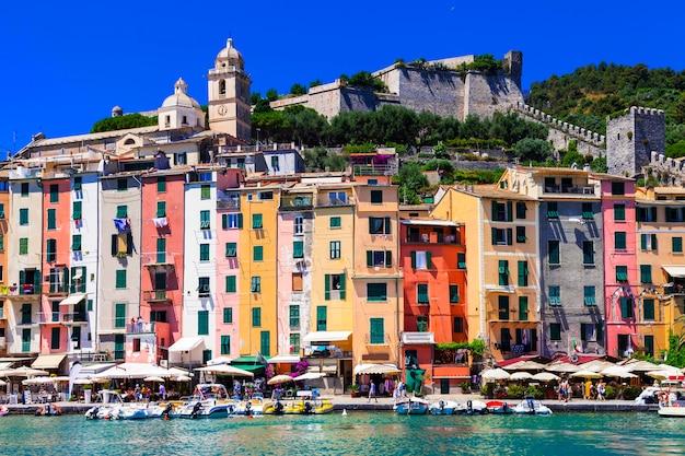 Разноцветные дома портовенере - город лигурия, чинкве-терре, италия