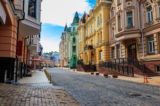 Разноцветные дома элитного района воздвиженка в киеве, украина