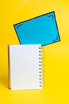 Красочная презентация идей, отображение свежих мыслей, отправка сообщения, этикеточный материал, отображение идентификационной этикетки, написание, карандаш для заметок в офисе