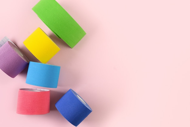 분홍색 아플리케를위한 다채로운 운동 요법 테이프