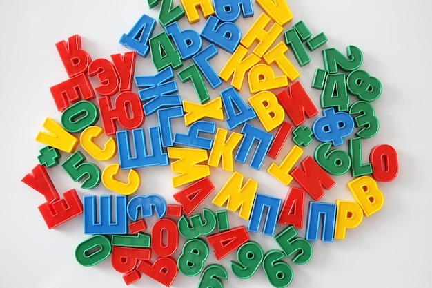 Красочные буквы русского алфавита с магнитом