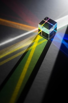 Riflessione di prismi di luce colorata