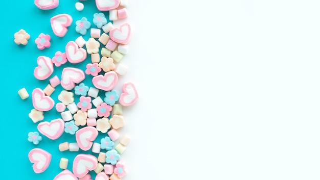 다채로운 마시멜로 파티와 축하 장식 배경 질감 평면 위치 디자인