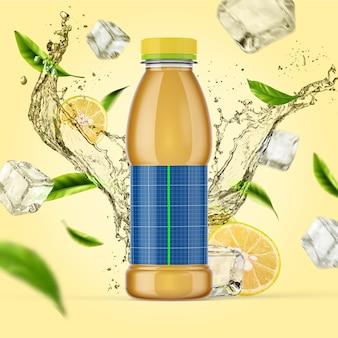 シンプルなフルーツと氷のしぶきを背景にしたボトルのカラフルなモックアップ。レモンとミントのジュースやアイスティー用のプラスチックボトル