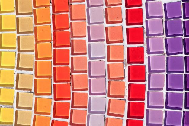 Красочная мозаика на полу или стенах.