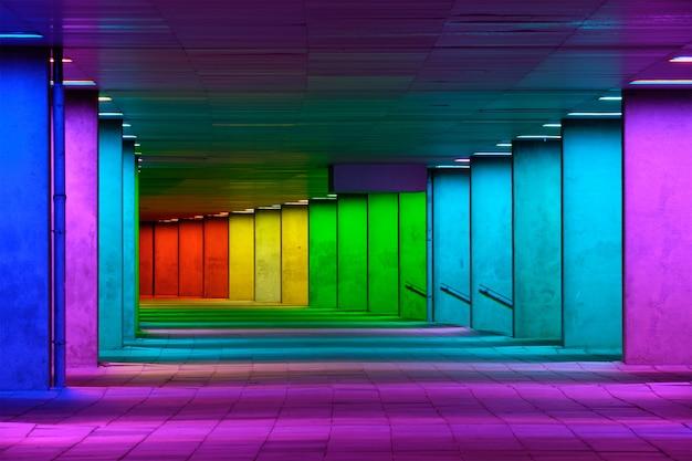 ミュージアムパーク、ロッテルダム、オランダの近くのカラフルなマルチカラーの照明ギャラリートンネル