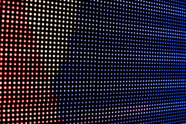 Luci led al neon colorate su un monitor