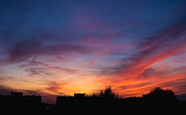 夕方には雲と空のカラフル