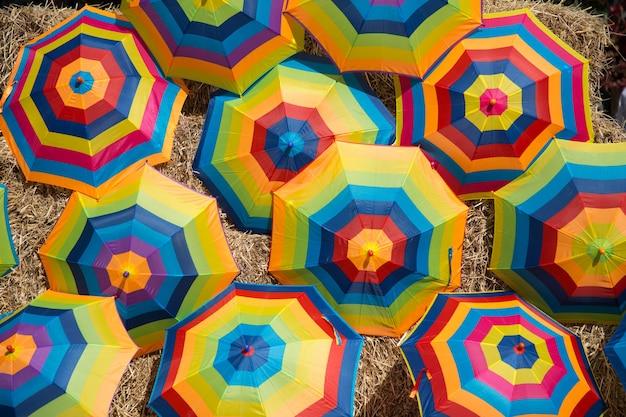 屋外の傘のカラフル