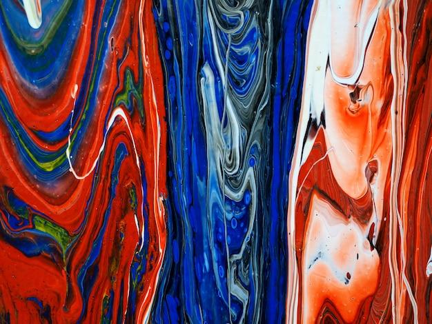キャンバスに流れるカラフルな油絵の具