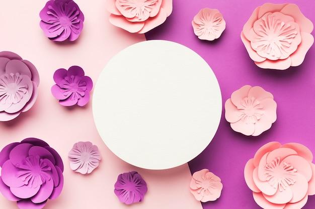 Рамка из разноцветных бумажных цветов