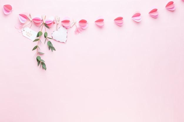 心のカラフルな紙の花輪
