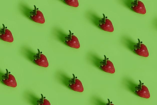 イチゴのカラフルなパターン