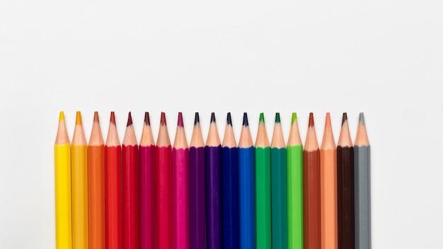 コピースペースとカラフルな鉛筆のコンセプト